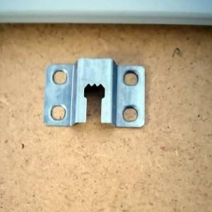 Alle Kunstoff- oder Alubilderrahmen sind mit einer Aufhängung versehen