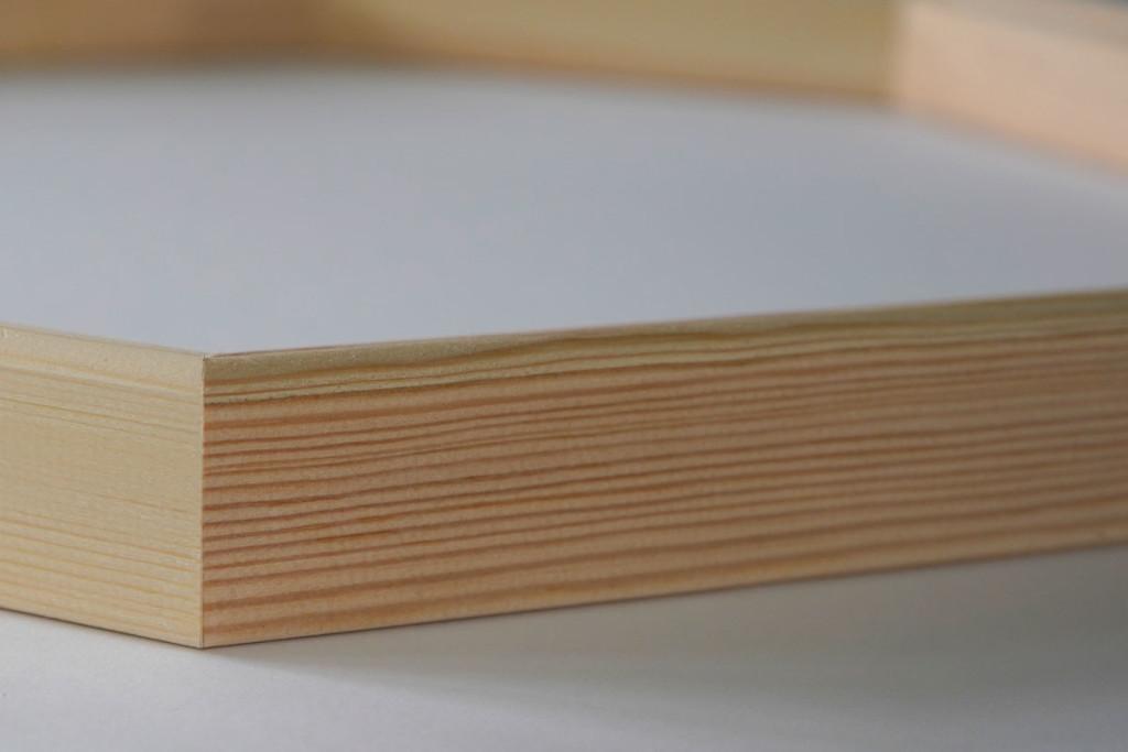 Sauberer Zuschnitt des Keilrahmens für ein Foto auf Leinwand als Oktakon mit 8 Ecken