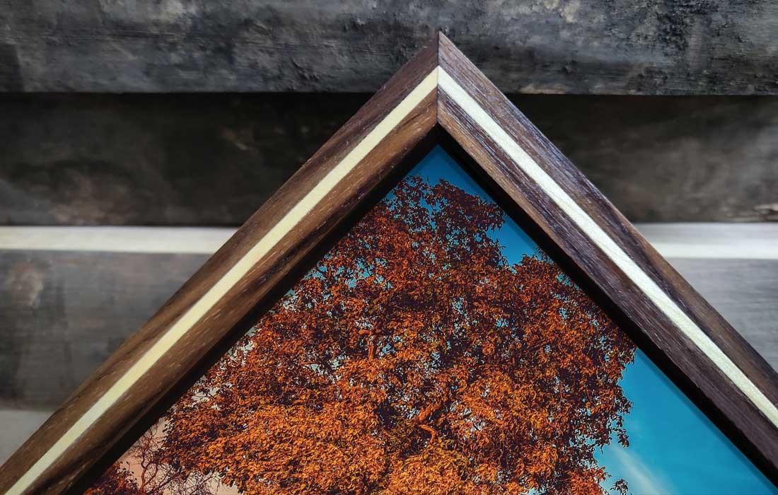 Schattenfugenrahmen aus Nussbaum Holz mit Foto hinter Acrylglas-